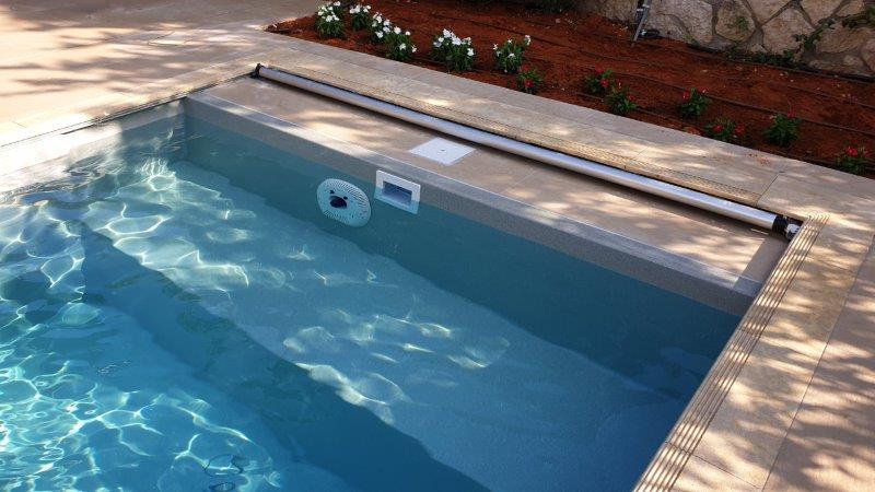 כיסוי בטיחות בבריכה קרמית