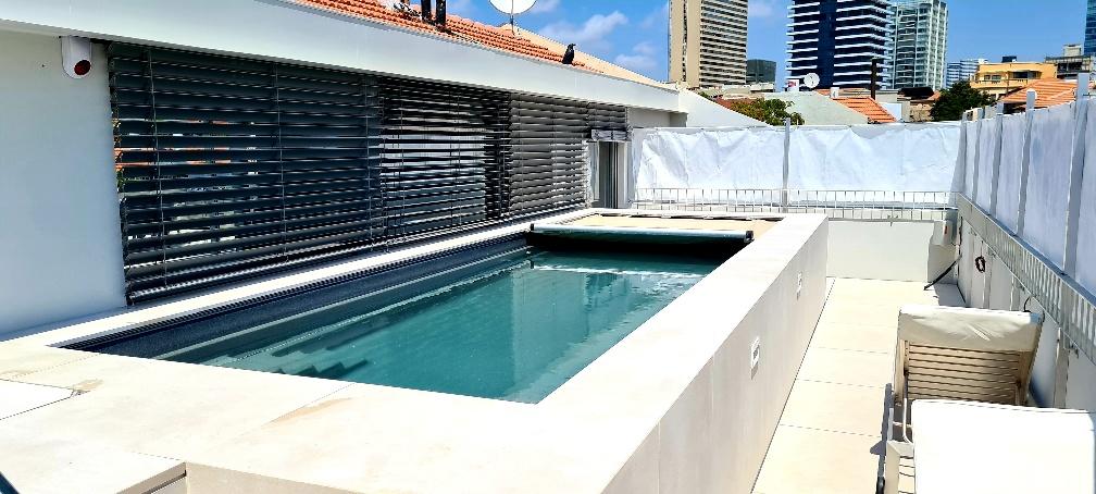 B- pool על הגג